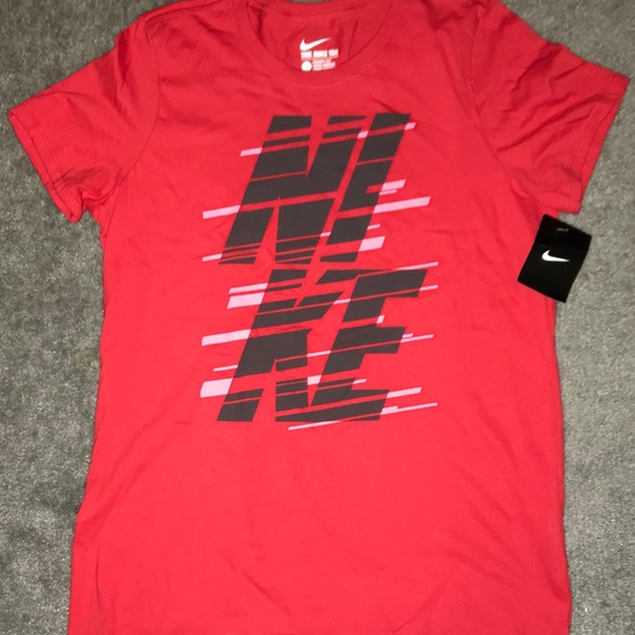 "5036872d NIKE ""THE NIKE TEE"" ATHLETIC CUT WOMEN RED T-SHIRT NWT"